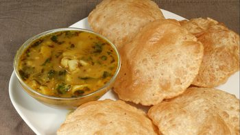 Aloo Puri (Potatoes with Fried Puffed Bread)