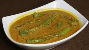 Hyderabadi Mirchi Ka Salan (Spicy Pepper Curry)