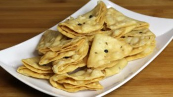 Nimki (Salted Fried Crackers)