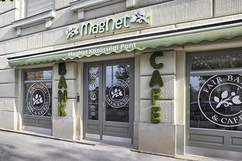 MagNet Közösségi Pont  bank és kávézó egy helyen 0fa12d225a